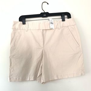 "LOFT | The Riviera Short Size 8 / 6"" Inseam NWT"